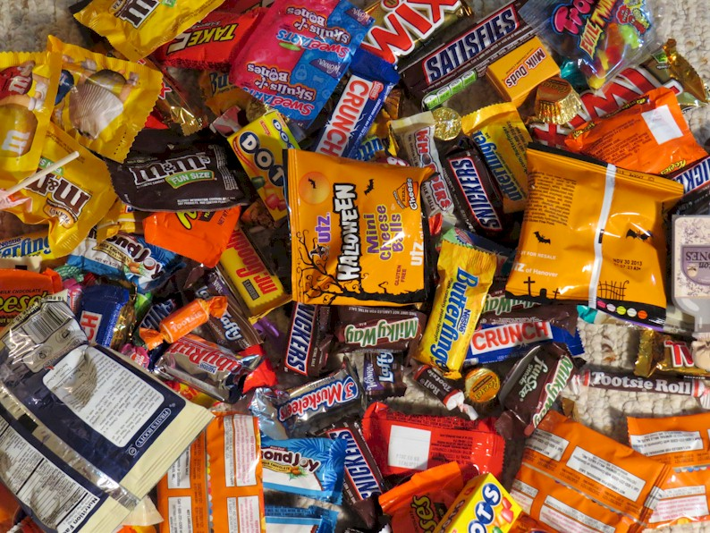 as a kid i remember running up and down the streets of our neighborhood begging for candy on halloween night its not that i enjoyed all of the candy im - What Halloween Candy Is Gluten Free